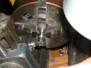 Cutting the blades into the blank rod: the dovetail cutter is mounted in the lathe; the blank is mounted in a milling attachment on the lathe compound.